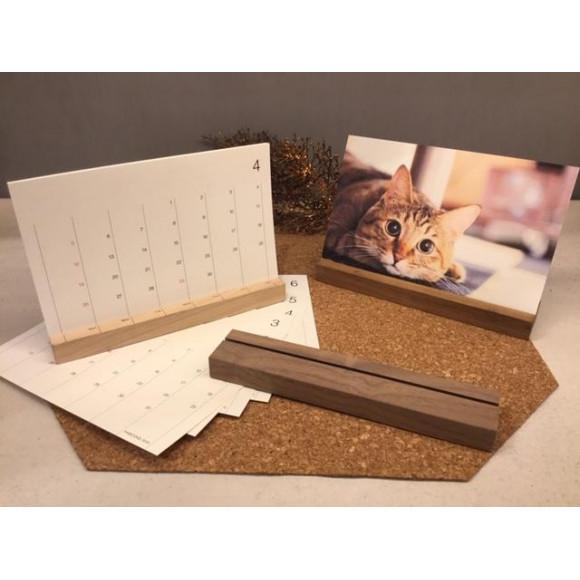 シンプルな卓上木製カレンダー