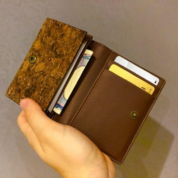 【SALE】収納力豊富なコルクレザーのカードケース