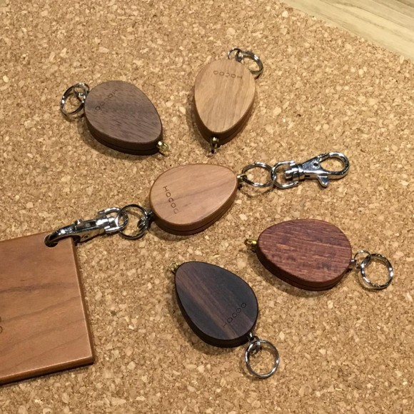 鍵を簡単に取り出せる木製リールホルダー
