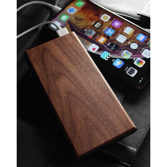 木の質感が心地よい大容量モバイルバッテリー