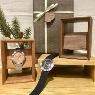 お互いに贈るクリスマスギフト☆男性の方へおすすめな木製腕時計スタンド!