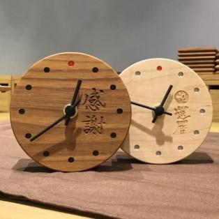 特別な気持ちを込めた木製ミニ時計