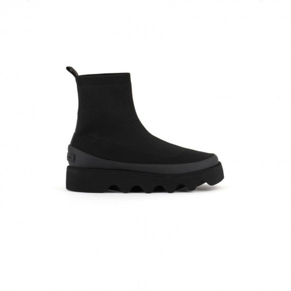 863AJ530 : ISSEY MIYAKE × UN : Bounce Fit Boot / Black