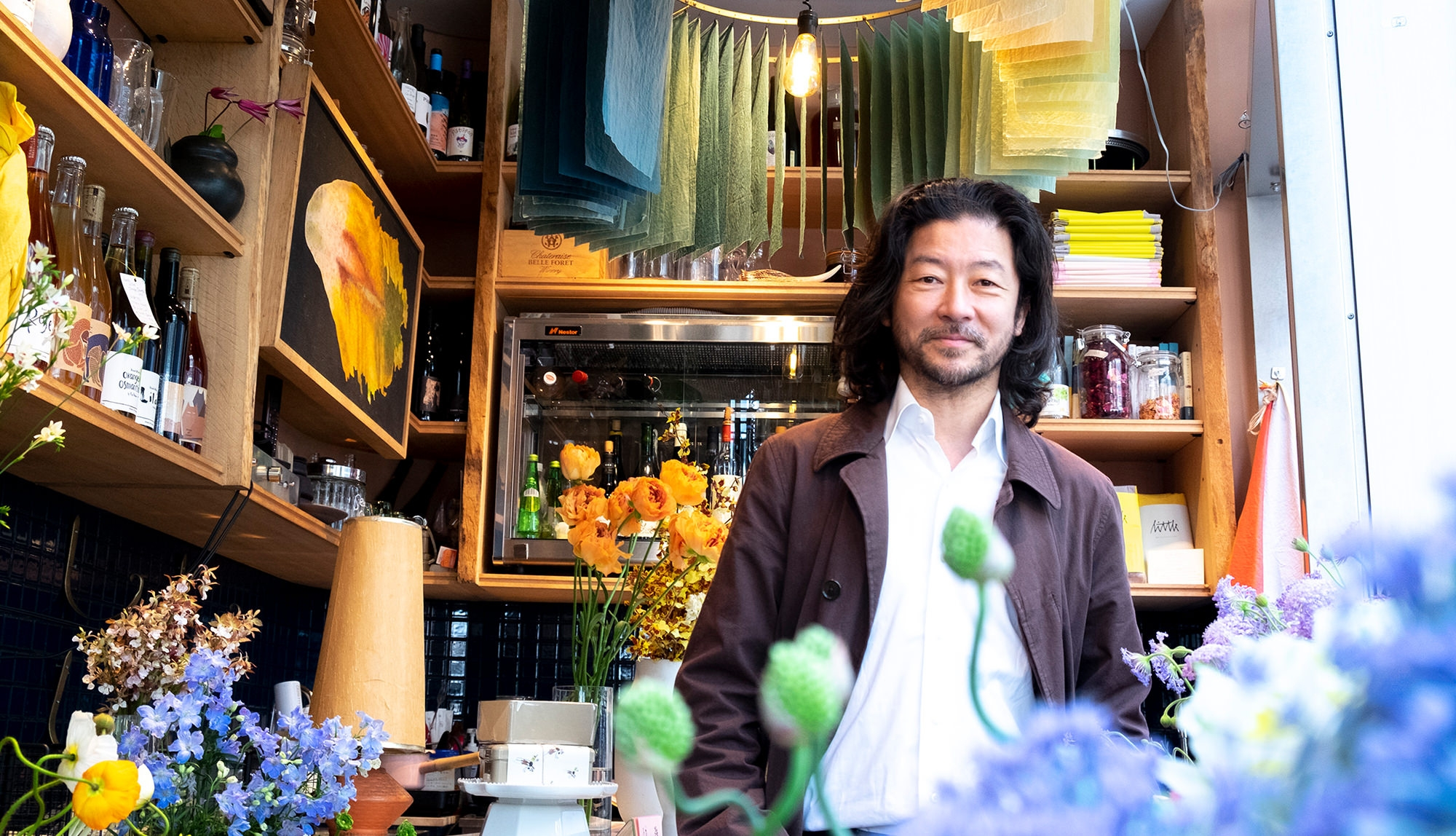 浅野忠信×THE LITTLE BAR OF FLOWERS/H.P.DECO アート感のある暮らし|花とアートに魅せられて
