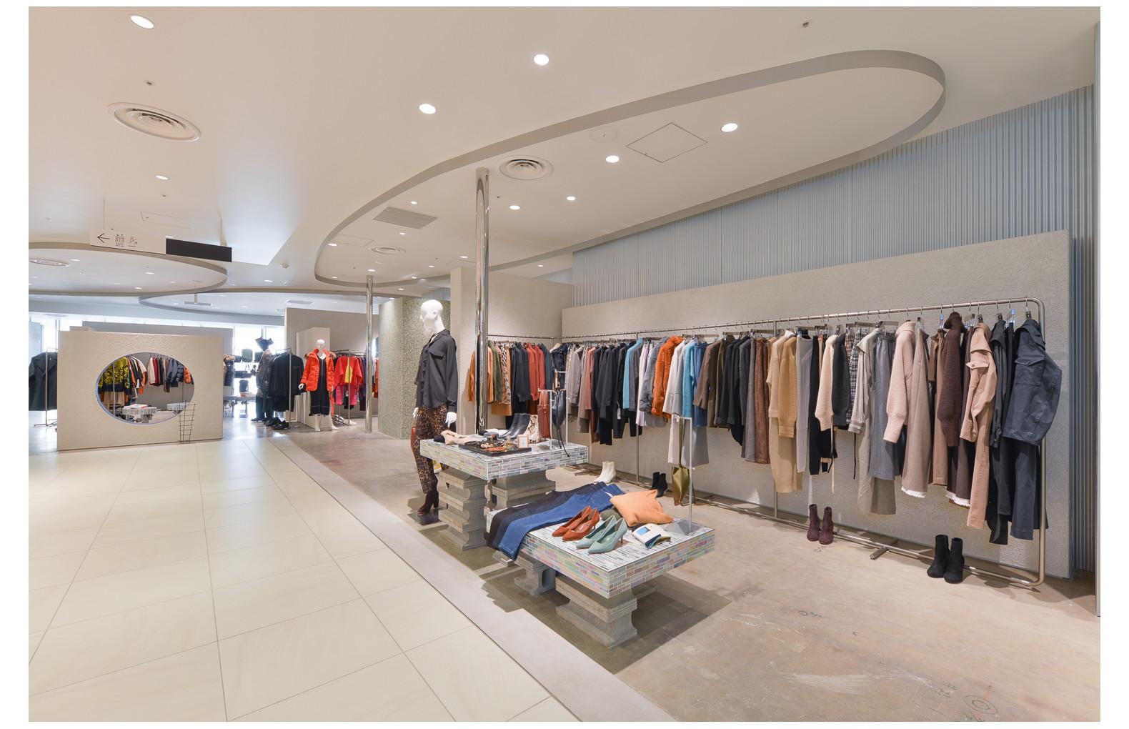 Lui's/EX/store