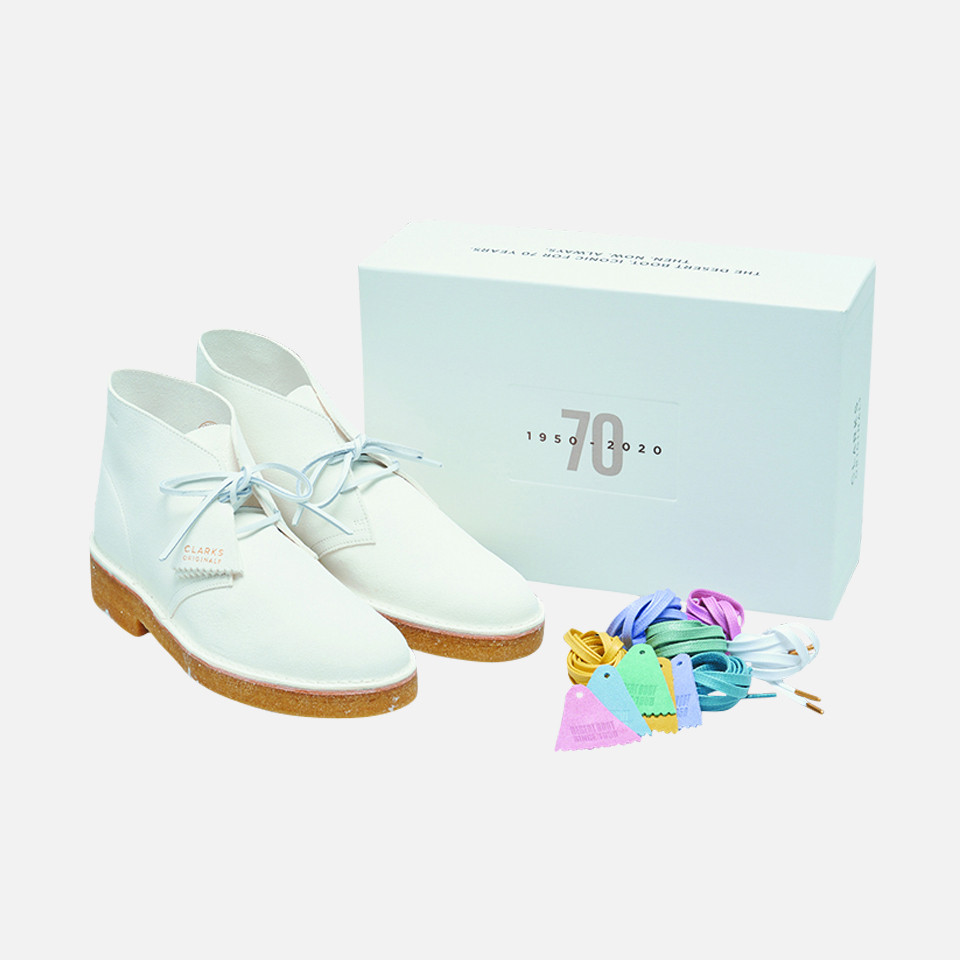 <CLARKS  >Desert Boot221 White Suede