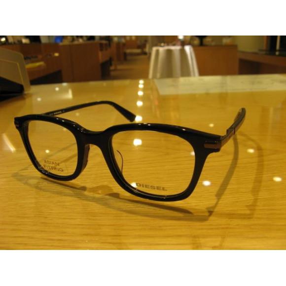 【DIESEL】ウェリントン型のメガネフレーム!「5345D」を紹介致します。
