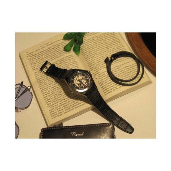 時計とブレスを重ねて新鮮なコーデを