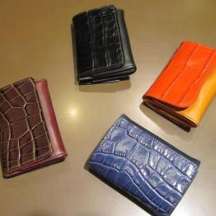 スペイン生まれの三つ折財布