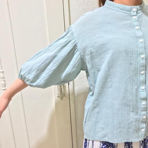 ピンタックの衿が可愛いシャツ♡