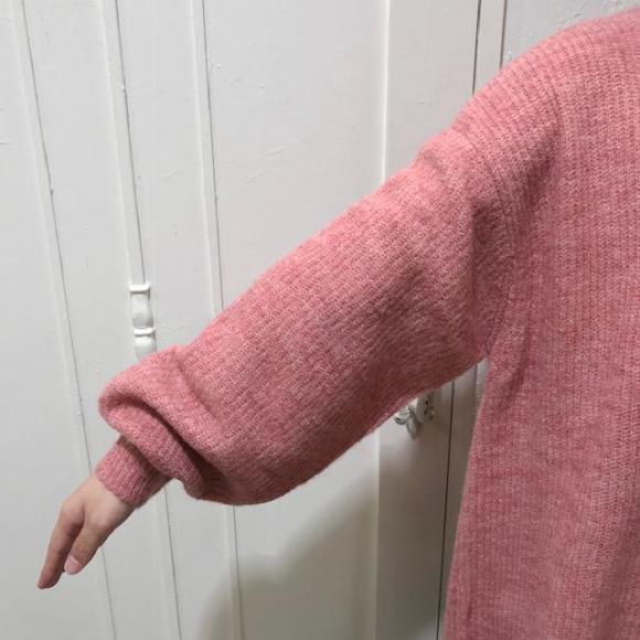 程良いパフ袖がかわいいニットプルオーバー