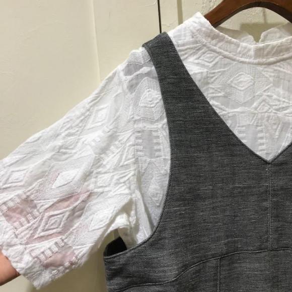 総刺繍Tシャツ