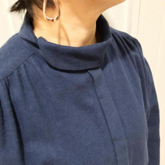 衿のデザインに注目!起毛シャンブレークラシカルブラウス