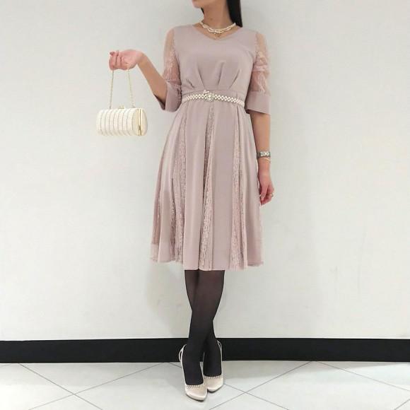 人気のお袖つきドレスに新作入荷