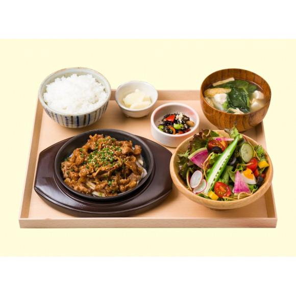 【おすすめランチメニュー】鉄板!!牛焼き肉と10品目野菜のサラダ定食