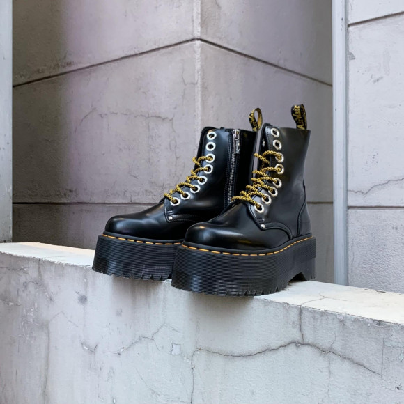 Dr.Martens 最厚ブーツ 再入荷