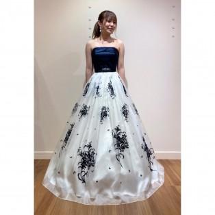 ネイビー×クリームのバイカラードレス