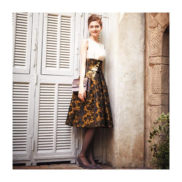 コルセット付きドレス