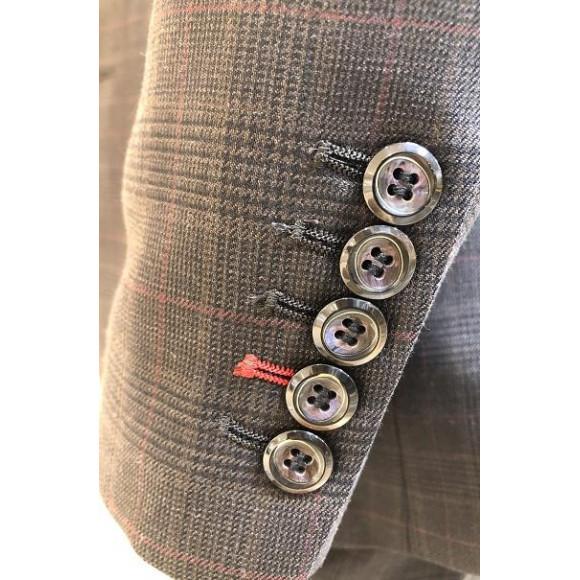 スーツのお袖口、お好みに合わせて選べます
