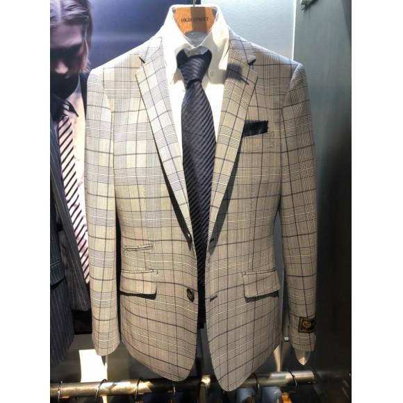 2.10     限定スーツは最高級の素材で