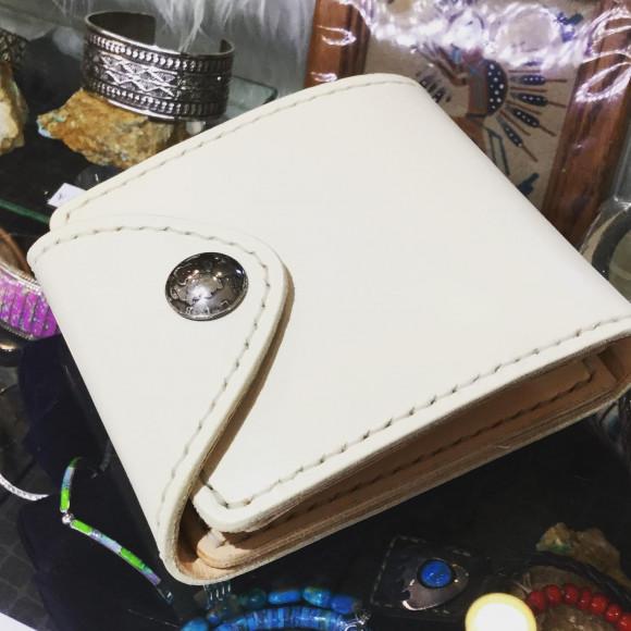 手縫い牛革白い財布作成