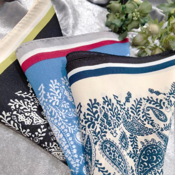 差し色が素敵なペイズリー柄スカーフ