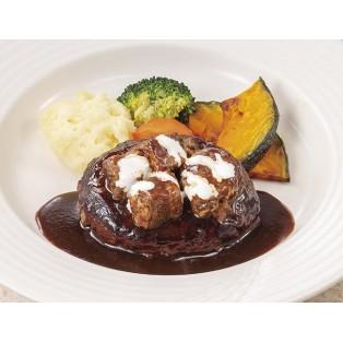 お肉好き必見!肉粒感のあるハンバーグにビーフシチューをたっぷり!