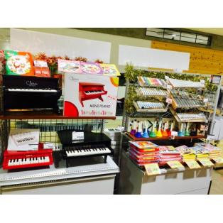クリスマスにトイピアノやハンドベルの贈り物