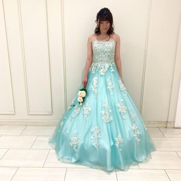 レース刺繍が華やかなチュールカラードレス