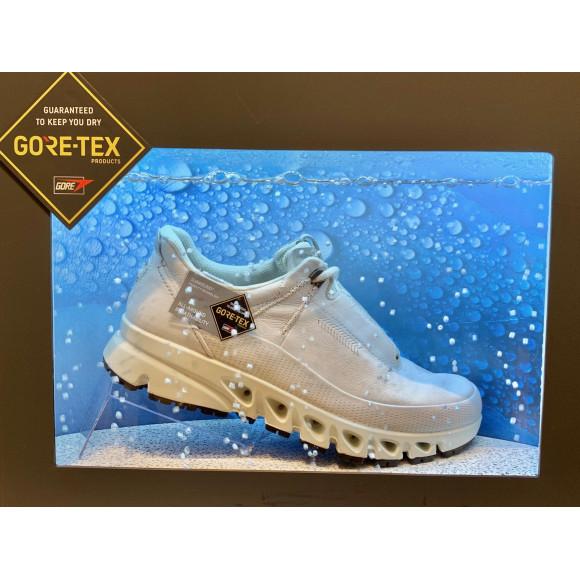 GORE-TEXのお靴がたくさんあります☆