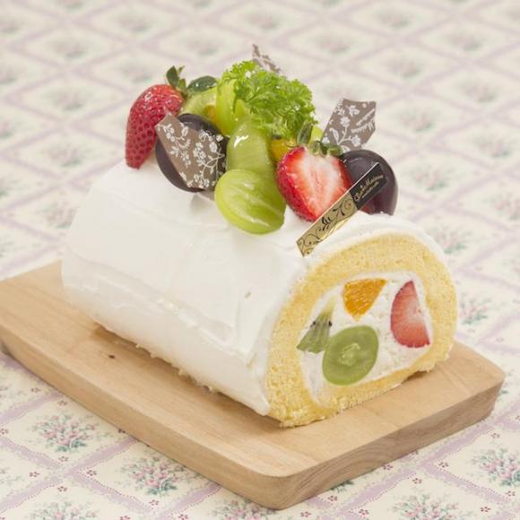 敬老の日にもおすすめ♪秋フルーツのロールケーキ